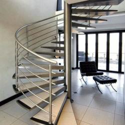 Economize espaço espiral em aço inoxidável e aço interior de madeira escadas