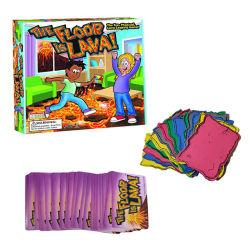 床は屋内溶岩のトランプゲームおよび屋外ゲームのおもちゃのデスクトップのボードゲームの大人の子供の相互作用である