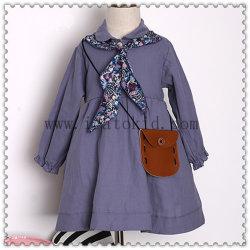 青く長い袖の秋の女の子の服のために着ている偶然の子供の女の子の服の子供