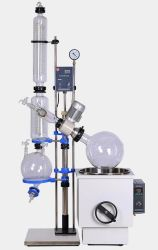실험실 증류법은 물 수조가 있는 진공 회전식 증발기를 사용합니다