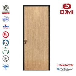 Estándar de alta calidad los diseños de puerta delantera de madera de la casa de madera sólida armazón de metal