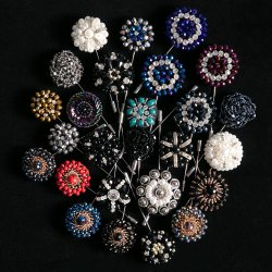 الرجال الأزهار المصنوعة يدويا بيلين يناسب بلورات راهينستون aplel Pins برووش