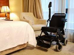 Fauteuil roulant électrique de petite taille avec un renforcement rampe maximale pour les personnes âgées OEM