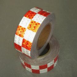車の赤くおよび白い反射ビニールテープ