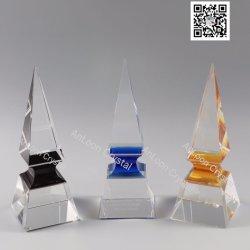 De Trofee van de Toren van het kristal met Verschillende Kleuren in het Midden. (Blauw, Zwart Goud,). Het Kristal van China, K9 Kristal, de Ambachten van het Kristal, de Trofee van het Kristal, de Toekenning van het Kristal