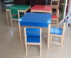طاولة زرقاء مصنوعة من خشب الصنوبر الصلب ومقعد للأطفال