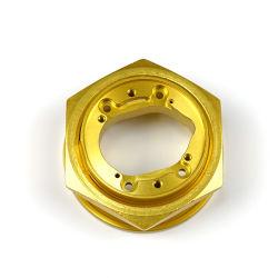 Máquina CNC girando a placa de ouro de aço inoxidável cobre os conectores do tanque de água de saída da montagem