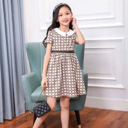 Novo curto vestidos de manga comprida para o Verão as crianças com uma moderna Fendii imprime. Kids Street desgaste. O desgaste das crianças. Vestuário de crianças. Vestuário de crianças. As crianças a desgaste.