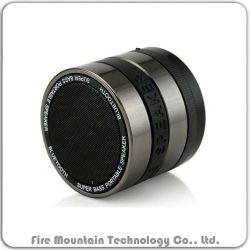 回されたレンズが付いているXz-1小型Bluetoothのスピーカー