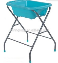 Baby-ändernder Tisch mit Bad. Baby Chage Tisch