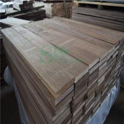 Amerikanisches Walnuss-Bauholz verwendet auf ausgeführtem hölzernem Bodenbelag