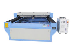 Cnc-hölzerne MetallEdelstahl CO2 Laser-Ausschnitt-Scherblock-Gravierfräsmaschine
