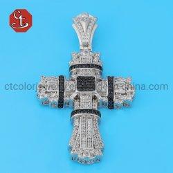 925の純銀製の十字のペンダントのマルチ層CZのキリスト教の十字のペンダントのネックレス