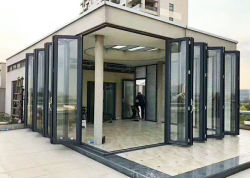 Prix commercial Matériaux de construction Maison française d'aluminium non standard Bi de pliage des portes et fenêtres en verre trempé Bi pli Patio coulissante de porte d'entrée Guangzhou