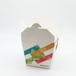 Квадратный документ Fast Food упаковки лапшу в салоне