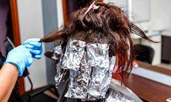El papel de aluminio para la peluquería y peinar
