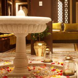 Fontana di acqua dell'interno della pietra del marmo della statua della decorazione domestica