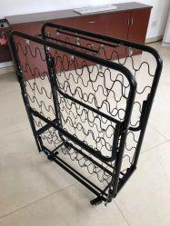 El tamaño de una sola cama supletoria plegable de metal con colchones de espuma