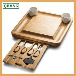 Insieme della scheda del formaggio, disco del Charcuterie e scheda di bambù della carne del servizio compreso 4 utensili della lama e del servizio dell'acciaio inossidabile