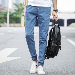 狂気のジッパーの人のジーンズのブランドのロゴのジーンズ