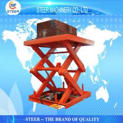 На стоящем автомобиле промышленной платформы по вертикали подъемный стол погрузочной площадке поднимите гидравлический подъемное оборудование
