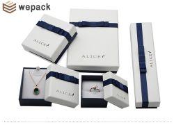 Le papier avec couvercle et la base de ruban Hat Bijoux Pendentif Bague Earring Collier Bracelet boîte à bijoux