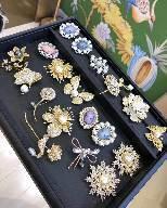Form-elegante Perlen-Brosche für Frauen-handgemachte kundenspezifische Brautkristallbrosche-Juwelen