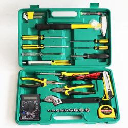 La mano lavora insieme di strumenti funzionale a casa usato dell'insieme di strumento il multi