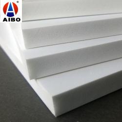 На заводе ПВХ белого цвета на выходе из пеноматериала Celuka платы/PVC из пеноматериала системной платы