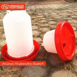 Alimentatori e bevitori manuali di plastica del pollame di prezzi poco costosi