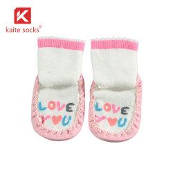 2020 Venta caliente chicos Sherpa Invierno Calcetines niños Cartoon Piso zapatillas calcetines calcetines niños