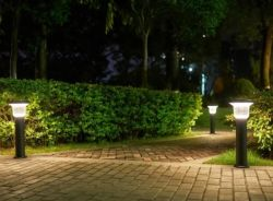 Amazon Hot Solar Lawn Post 조명 기둥 LED 기둥 동상 Cenent Mulds Garden을 위한 하우스 화이트 콘크레레 야외 조명 라이트 전기 물 분수