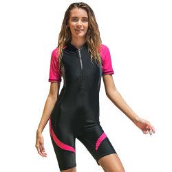 Lo Short di un pezzo delle ragazze calde di vendita collega il vestito con un manicotto di nuoto
