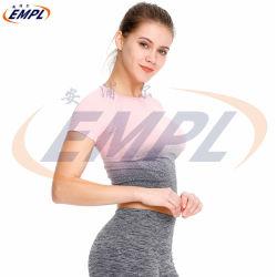 ملحومة تدرّج أنثى في الهواء الطلق وقت فراغ لياقة قصير كم عرضيّ جار تجهيز نظام يوغا أعلى لباس