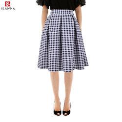 女の子の白く黒いポークの点のヤーンによって染められる格子縞のミディのスカート