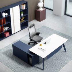 밝은 색깔 음색에 있는 사무용 가구 프로젝트를 위한 매니저 또는 직원에 의하여 사용되는 사무실 책상