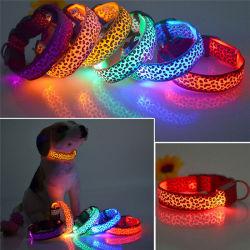 개 목걸이 어두운 고양이 안전 고리 애완 동물 제품에 있는 조정가능한 표범 LED 점화 놀