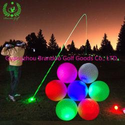 À noite Golf Sport jogos usando o LED de luz de bola de golfe