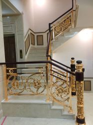 Metal no interior de liga de zinco e a madeira maciça escadas