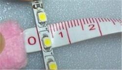 非4mm 5mm 6mmの幅LEDのストリップ12V 2835を60 Led's/Mの屈曲の滑走路端燈防水しなさい