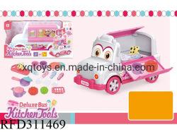 Los niños el juego de aparentar la cocina de la casa de juguete carro