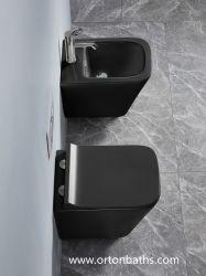 중국 Wc 세라믹 목욕탕 공급자 수세식 변소 벽은 UF/PP 시트카바 부속품 적합하를 가진 화장실을 걸었다