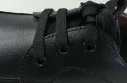 Сотрудник аэропорта на строительной площадке инженер Manager при ношении прочного легкого PU единственной обувь
