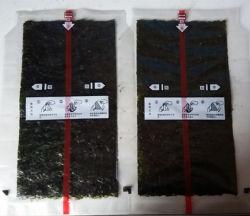 Onigiriを包むためのプラスチックフィルムとのSweaweed