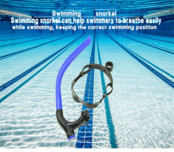 スノーケリングダイビングをトレインしているラップの水泳のスイマーのための水泳のスノーケル
