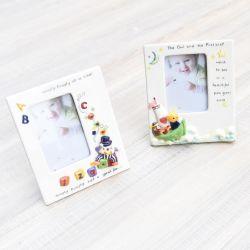 La mano en relieve de cerámica pintura bebé divertido el marco de fotos