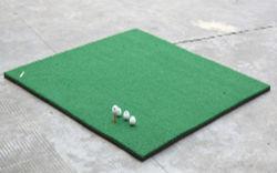 L'azionamento all'ingrosso di golf si esercita nella stuoia