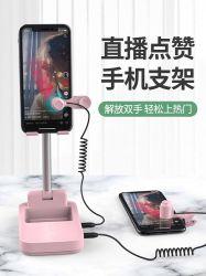 Support téléphonique en direct de la célébrité Web hôte Trille pouce vers le haut des points de coeurs automatiquement l'écran d'Artefact pouce vers le haut téléphone mobile.