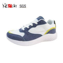 OEMのバドミントンの女性のスニーカーのテニスは靴の運動靴を遊ばす