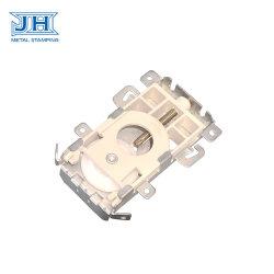家具のハードウェアのアクセサリのプラスチックコンポーネントが付いている部分を押す金属のドアロック